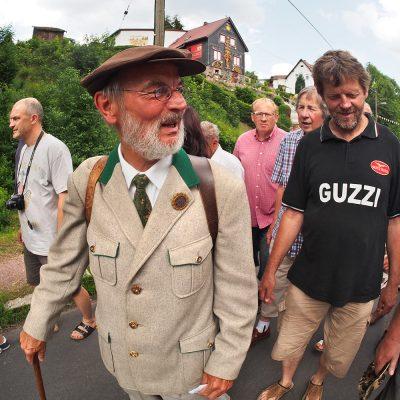 Dorfführung an der Hasel . Dorffest 700 Jahre Suhl-Neundorf . 09.06.2018 (Foto: Andreas Kuhrt)