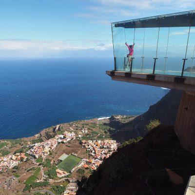 Skywalk am Mirador de Abrante: Blick nach Agulo und Teneriffa . La Gomera . Kanarische Inseln 2018 (Foto: Andreas Kuhrt)
