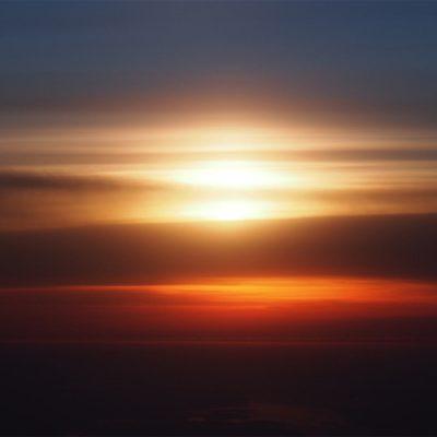 Sonnenuntergang beim Flug . Lofoten . 2013 (Foto: Andreas Kuhrt)
