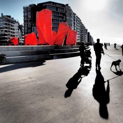 An der Seepromenade: Kunstobjekte Rock Strangers (Arne Quinze) . Oostende . Fotoclubtour Flandern 2013 (Foto: Andreas Kuhrt)