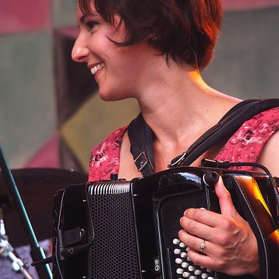 Amy Thatcher . Monster Ceilidh Band (England) . TFF . Rudolstadt . 2015 (Foto: Andreas Kuhrt)