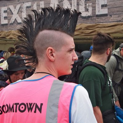 Boomtown-Volunteer . Boomtown Fair . bei Winchester . Hampshire . Südengland (Foto: Andreas Kuhrt 2016)
