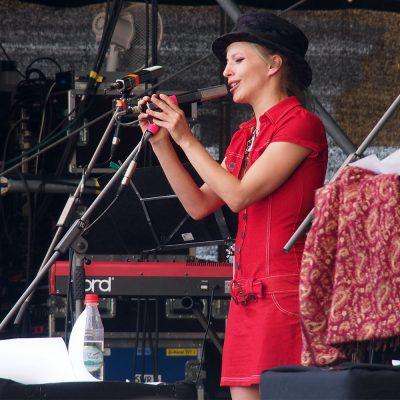 Sommernachtspoeten: Cynthia Nickschas . Rudolstadt-Festival 2017 (Foto: Andreas Kuhrt)