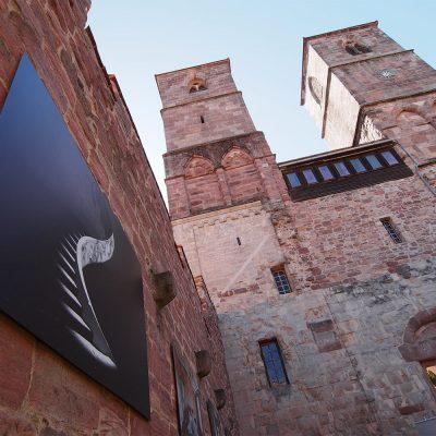 """Siegerbild des Fotowettbewerbs """"Ästhetiken des Verfalls"""": Treppenhaus im Hotel Monte Palace (Portugal) (Foto: Stefan Curth) . Klosterkirche Veßra 2018 (Foto: Andreas Kuhrt)"""